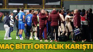 Tuzlaspor - Galatasaray maçının ardından saha karıştı