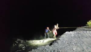 AFAD ekipleri kurtardı! Yamaçta mahsur kaldılar