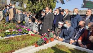 Fatih Erbakan, babası Necmettin Erbakan'ın kabrini ziyaret etti