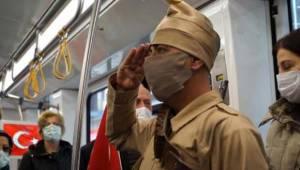 Çanakkale şehitleri için tramvayda saygı duruşu