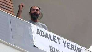 Antalya'da hareketli anlar! Pankart asıp bağırmaya başladı: Kendimi yakacağım