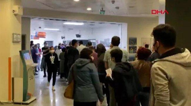 İstanbul'da iş çıkışı hastanelerde aşı kuyruğu